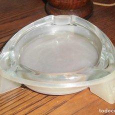 Antigüedades: CENICERO DE CRISTAL CON BASE PLASTIFICADA EXTRAIBLE. LEER DESCRIPCIÓN. Lote 194734552