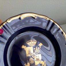 Antigüedades: PLATO DE PORCELANA AZUL PETRÓLEO Y PLATA ´CÓRDOBA´, ´CERÁMICA CARTAGENA´. Lote 194737705