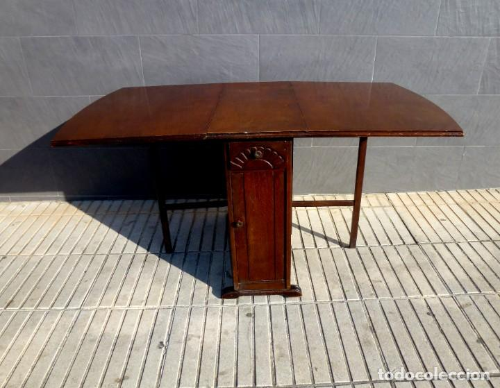 MESA AUXILIAR CON ALAS,SUMMERLANDS.AÑO 1960. (Antigüedades - Muebles Antiguos - Mesas Antiguas)