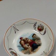 Antigüedades: PRECIOSA FUENTE DE PORCELANA ´GIJÓN ASTURIAS M. DE POLA 834´. Lote 194743067