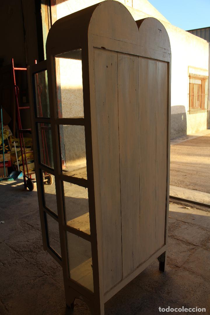 Antigüedades: armario vitrina en madera de teka repintada - Foto 5 - 194746965