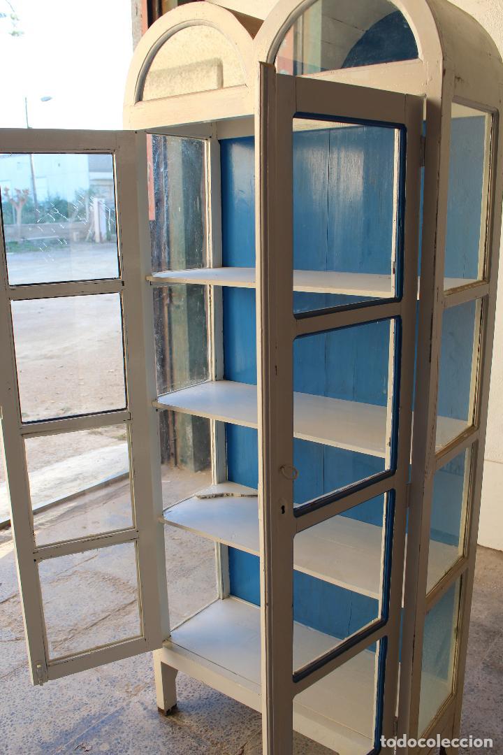 Antigüedades: armario vitrina en madera de teka repintada - Foto 6 - 194746965