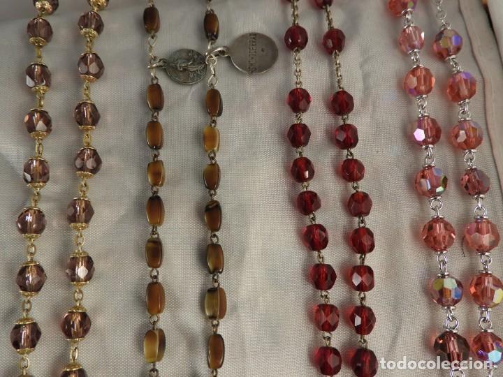 Antigüedades: CAJA CON 15 ROSARIOS DE PLATA, CORAL, CRISTAL PERFECTO ESTADO - Foto 21 - 194748660