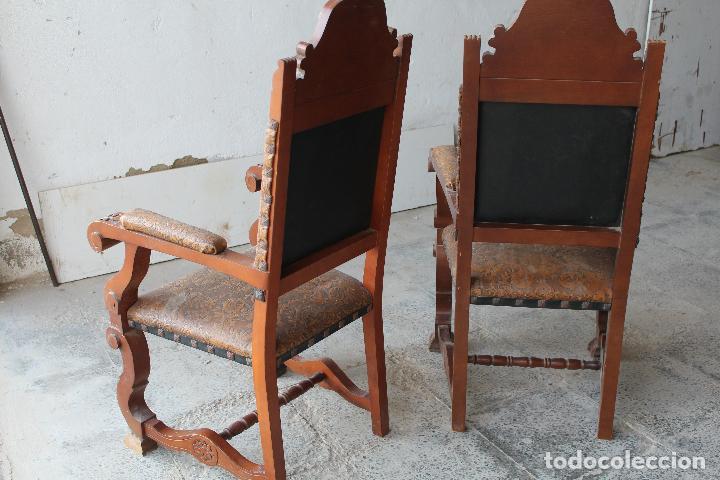 Antigüedades: 2 sillones de madera antiguos con piel repujada - Foto 3 - 194749698