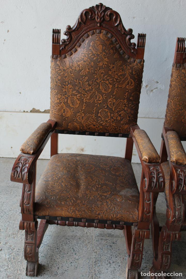 Antigüedades: 2 sillones de madera antiguos con piel repujada - Foto 4 - 194749698