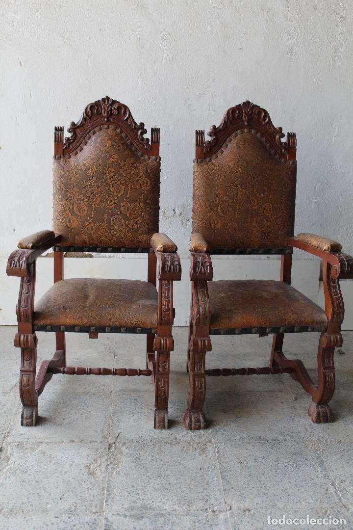 2 SILLONES DE MADERA ANTIGUOS CON PIEL REPUJADA (Antigüedades - Muebles Antiguos - Sillas Antiguas)