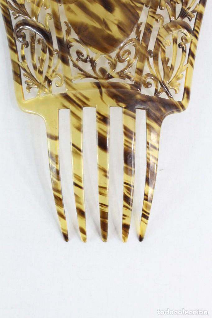Antigüedades: Gran peineta antigua calada a mano color carey rubio - Foto 3 - 194750922
