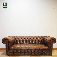 Antigüedades: ANTIGUO SOFÁ CHESTERFIELD DE PIEL MARRÓN. Lote 194754603