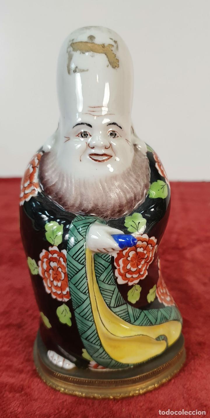 INCENSARIO Y LÁMPARA DE SOBREMESA. PORCELANA DECORADA A MANO. CHINA. SIGLO XIX-XX. (Antigüedades - Porcelanas y Cerámicas - China)