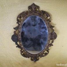 Antigüedades: ESPEJO ITALIANO DE BRONCE, VINTAGE, MUY ORNAMENTADO, UNOS 20 X 15 CMS.. Lote 194756226