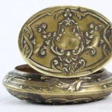 Antigüedades: PRECIOSA CAJA PASTILLERO EN BRONCE LIGERO S XIX. Lote 194756560