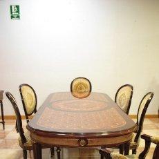 Antigüedades: MESA ANTIGUA MARQUETERÍA Y SILLERÍA ESTILO IMPERIO. Lote 194756670