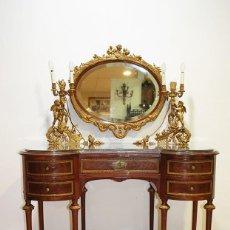 Antigüedades: MUEBLE ANTIGUO TOCADOR DE CAOBA Y BRONCE ESTILO IMPERIO. Lote 194757167