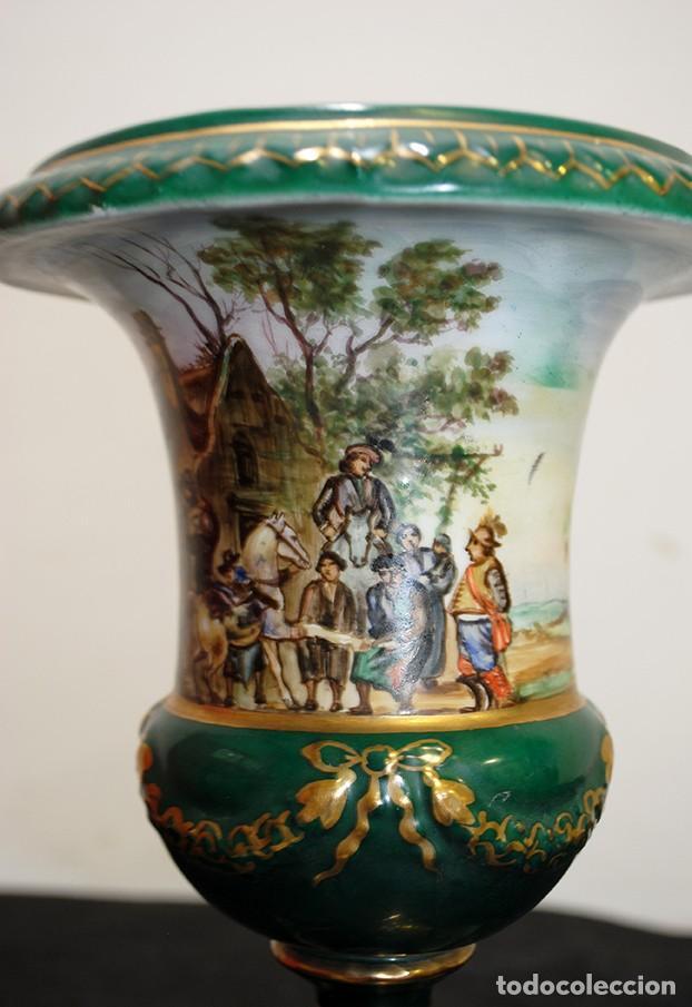 Antigüedades: PAREJA DE JARRONES ANTIGUOS COPA PORCELANA VERDE - Foto 6 - 194757228