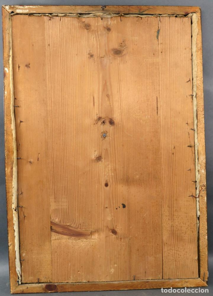 Antigüedades: Cruz calvario en nácar madreperla tallado trabajo Filipino enmarcada en terciopelo bordado siglo XIX - Foto 13 - 194759348