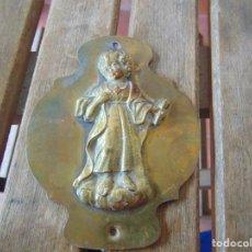 Antigüedades: PLACA PARA PUERTA O SIMILAR EN BRONCE NIÑO JESUS SAGRADO CORAZON. Lote 194761711