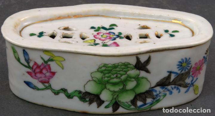 JABONERA CON PORCELANA CHINA PINTADA SEGUNDA MITAD DEL SIGLO XIX (Antigüedades - Porcelanas y Cerámicas - China)