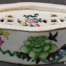 Antigüedades: JABONERA CON PORCELANA CHINA PINTADA SEGUNDA MITAD DEL SIGLO XIX. Lote 194765523