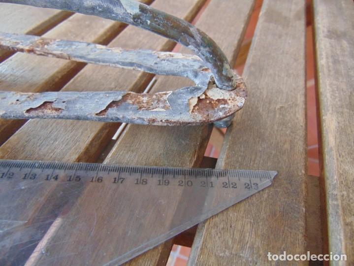 Antigüedades: ANTIGUO Y RARO GRIFO O DUCHA CON MADERA PARA ENCASTRAR EN PARED Y GARRAS QUITA-CIMBRE METAL MADERA - Foto 15 - 194765728