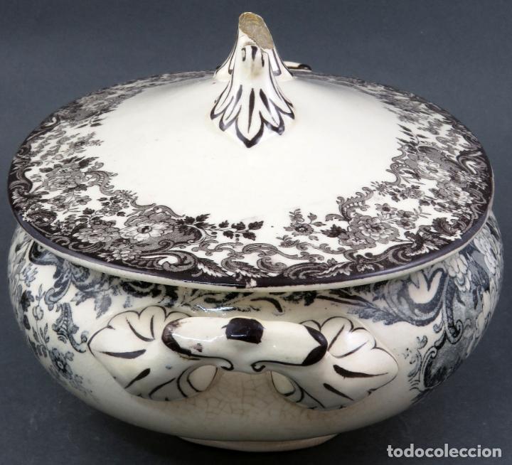 Antigüedades: Sopera de fuente en loza esmaltada La Cartuja Pickman siglo XX - Foto 2 - 194766070
