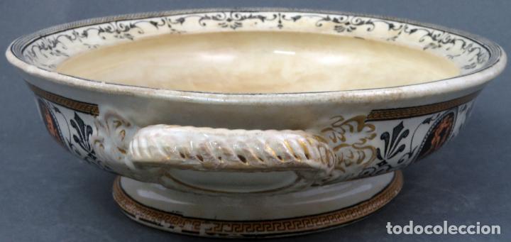 Antigüedades: Fuente en loza inglesa decorada con escenas clasicistas siglo XX - Foto 2 - 194766412