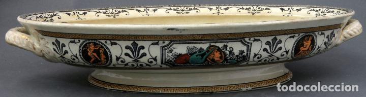 Antigüedades: Fuente en loza inglesa decorada con escenas clasicistas siglo XX - Foto 3 - 194766412