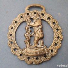 Antigüedades: CUANDRO DE CABALLO DE LATON, WARWICK (10X9CM APROX). Lote 194769371