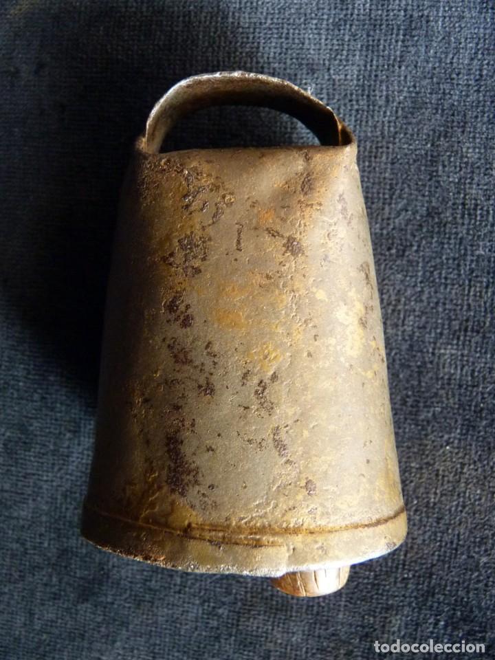 Antigüedades: ANTIGUO CENCERRO DECORADO. VALENCIA. 9 cm. (7) - Foto 3 - 194779213