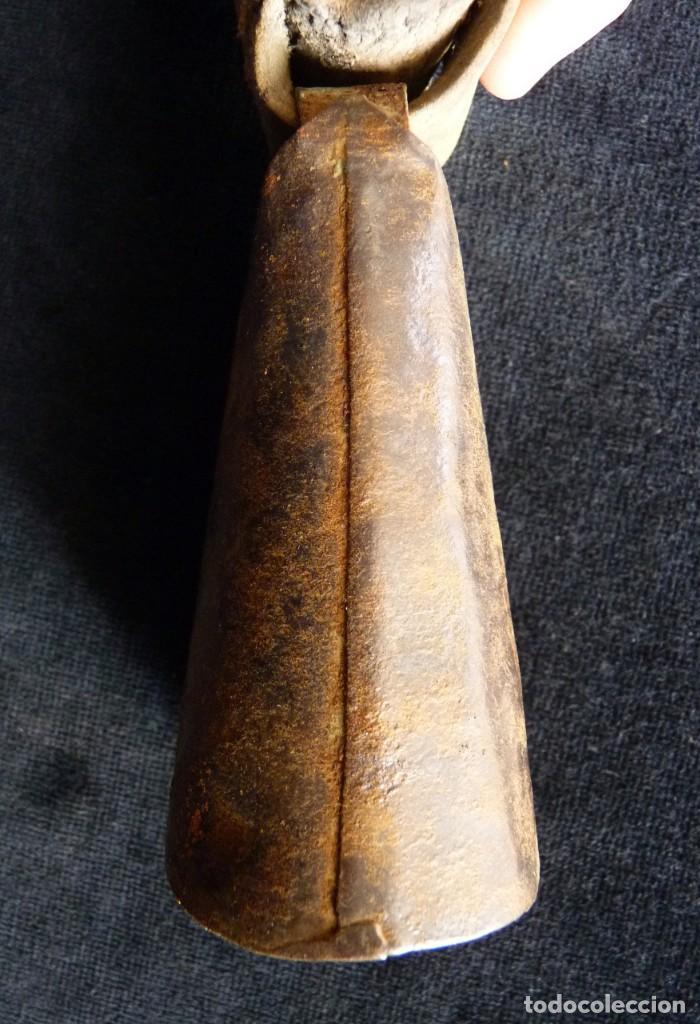 Antigüedades: ANTIGUO CENCERRO CON COLLAR. VALENCIA. 10,5 cm. (9) - Foto 4 - 194779356