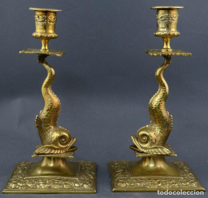 Antigüedades: Pareja de candeleros Fernandinos en bronce dorado pulido hacia 1830 - Foto 2 - 194785978