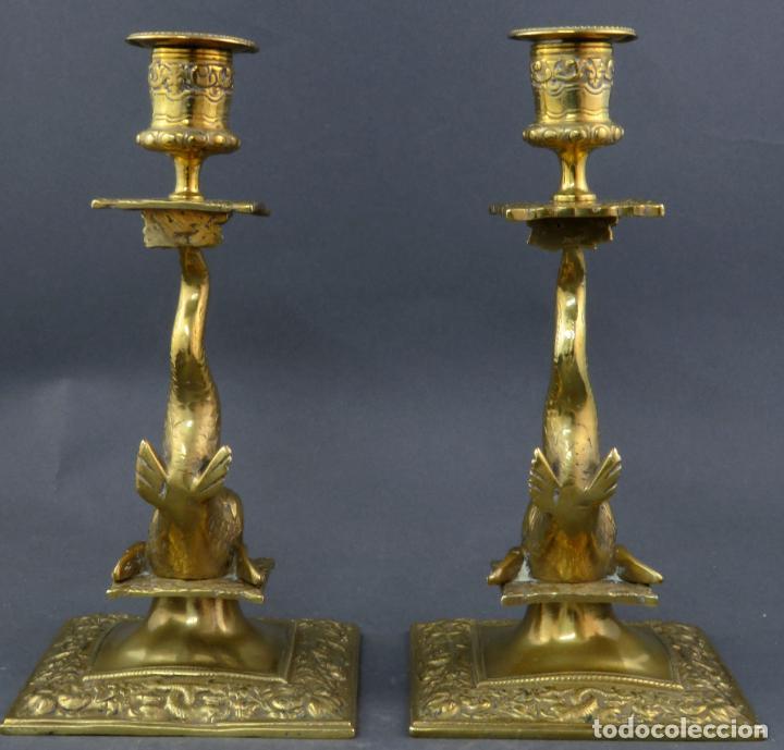 Antigüedades: Pareja de candeleros Fernandinos en bronce dorado pulido hacia 1830 - Foto 3 - 194785978