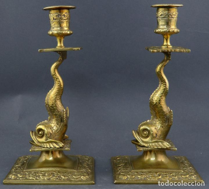 Antigüedades: Pareja de candeleros Fernandinos en bronce dorado pulido hacia 1830 - Foto 4 - 194785978