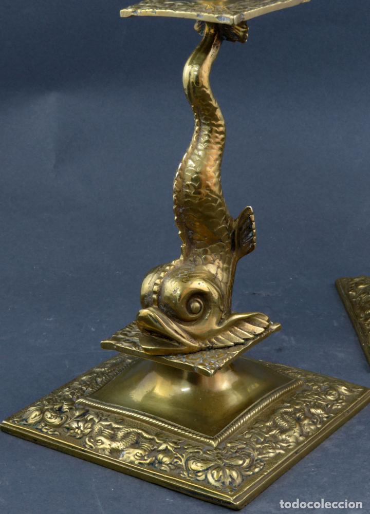 Antigüedades: Pareja de candeleros Fernandinos en bronce dorado pulido hacia 1830 - Foto 5 - 194785978