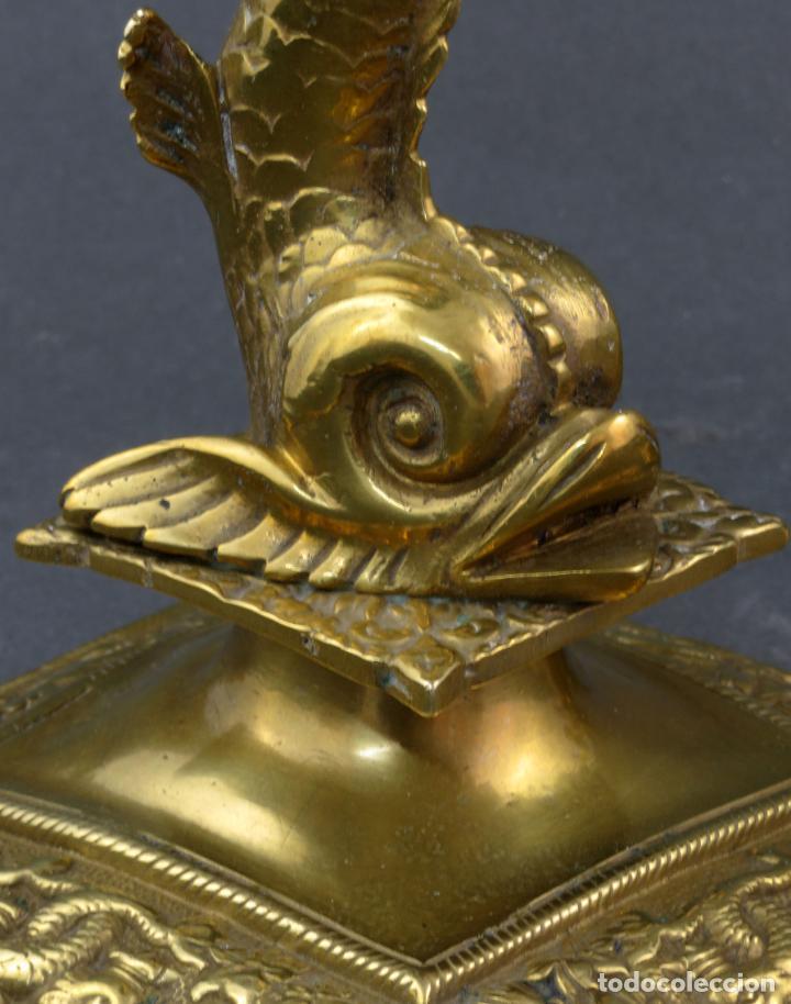 Antigüedades: Pareja de candeleros Fernandinos en bronce dorado pulido hacia 1830 - Foto 7 - 194785978