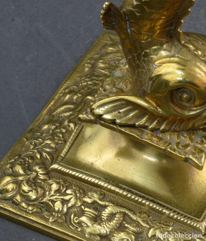 Antigüedades: Pareja de candeleros Fernandinos en bronce dorado pulido hacia 1830 - Foto 8 - 194785978