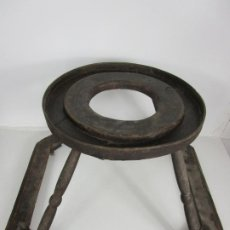Antigüedades: TACATÁ PARA NIÑOS/AS - CAMINADOR, CORRE PASILLOS MADERA - PATAS TORNEADAS - RUEDAS METÁLICAS -S. XIX. Lote 194862706