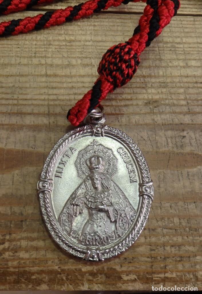 Antigüedades: SEMANA SANTA DE SEVILLA , MEDALLA CON CORDON DE LA HERMANDAD DE LOS SERVITAS - Foto 2 - 194871063