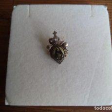 Antigüedades: PIN IMPERDIBLE CON LA IMAGEN DE LA VIRGEN DE LA DOLOROSA.. Lote 194875440