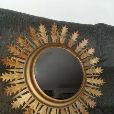 Antigüedades: PRECIOSO ESPEJO CON MARCO METÁLICO DE SOL. AÑOS 60. Lote 194875665