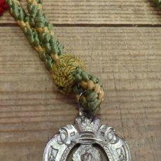 Antigüedades: SEMANA SANTA SEVILLA, MEDALLA CON CORDON HERMANDAD DE LA MACARENA, METAL. Lote 194880077