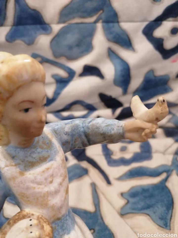 Antigüedades: Preciosa figura mujer y palomas arte Levantino, 60s - Foto 3 - 194880856
