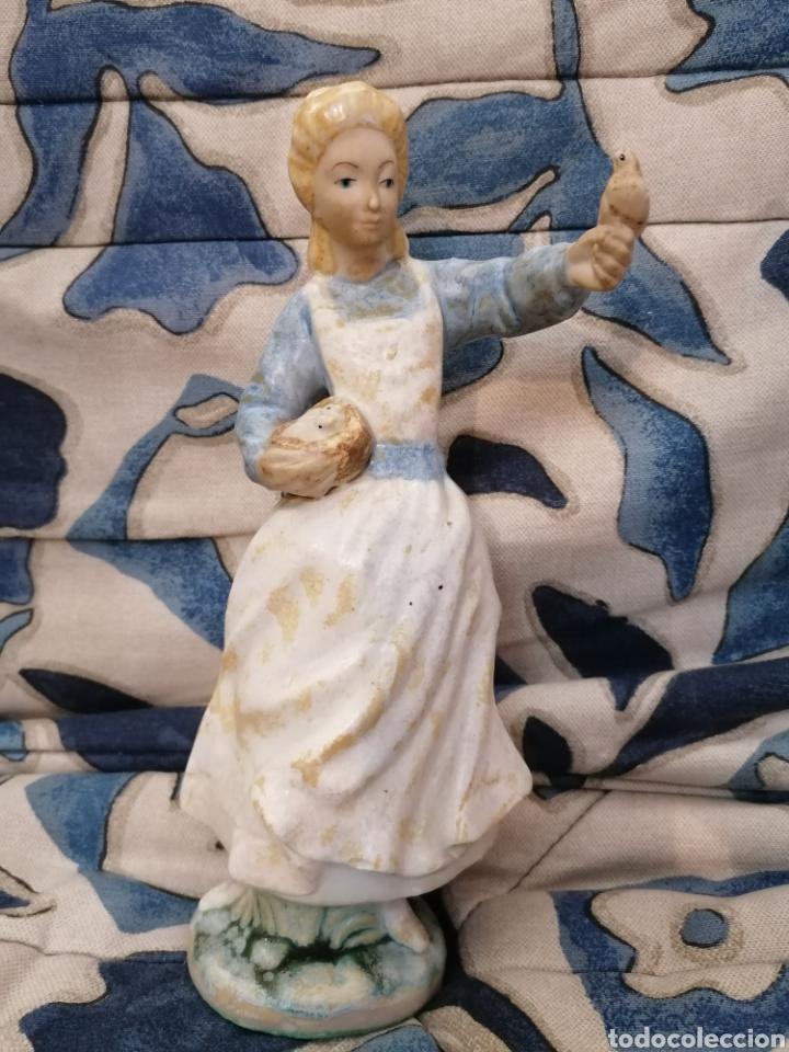 PRECIOSA FIGURA MUJER Y PALOMAS ARTE LEVANTINO, 60S (Antigüedades - Porcelanas y Cerámicas - Otras)