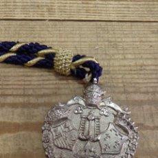 Antigüedades: SEMANA SANTA SEVILLA, MEDALLA CON CORDON HERMANDAD DE LA CARRETERIA. Lote 194881187