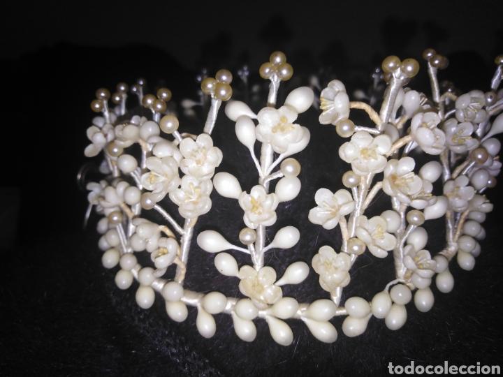 Antigüedades: Tiara antigua de novia de flores de cera y perlas sin faltas - Foto 2 - 194881255
