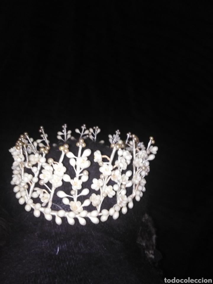 Antigüedades: Tiara antigua de novia de flores de cera y perlas sin faltas - Foto 4 - 194881255