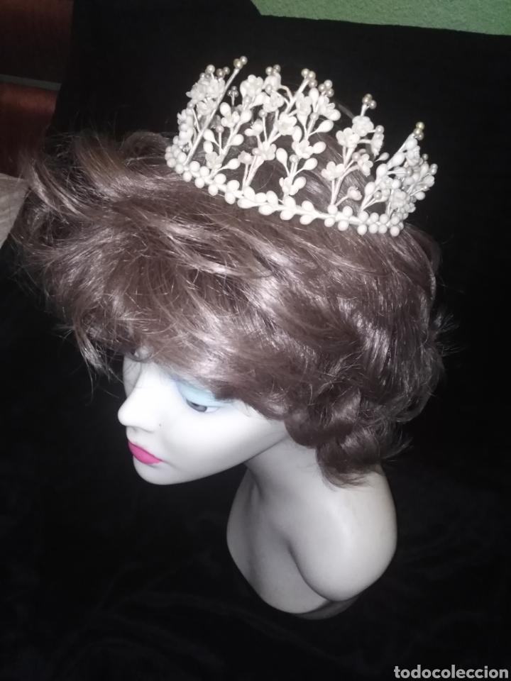 Antigüedades: Tiara antigua de novia de flores de cera y perlas sin faltas - Foto 8 - 194881255