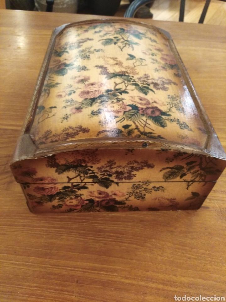 Antigüedades: Caja de madera empapelada . - Foto 2 - 194881343