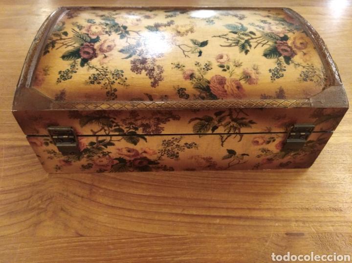 Antigüedades: Caja de madera empapelada . - Foto 3 - 194881343