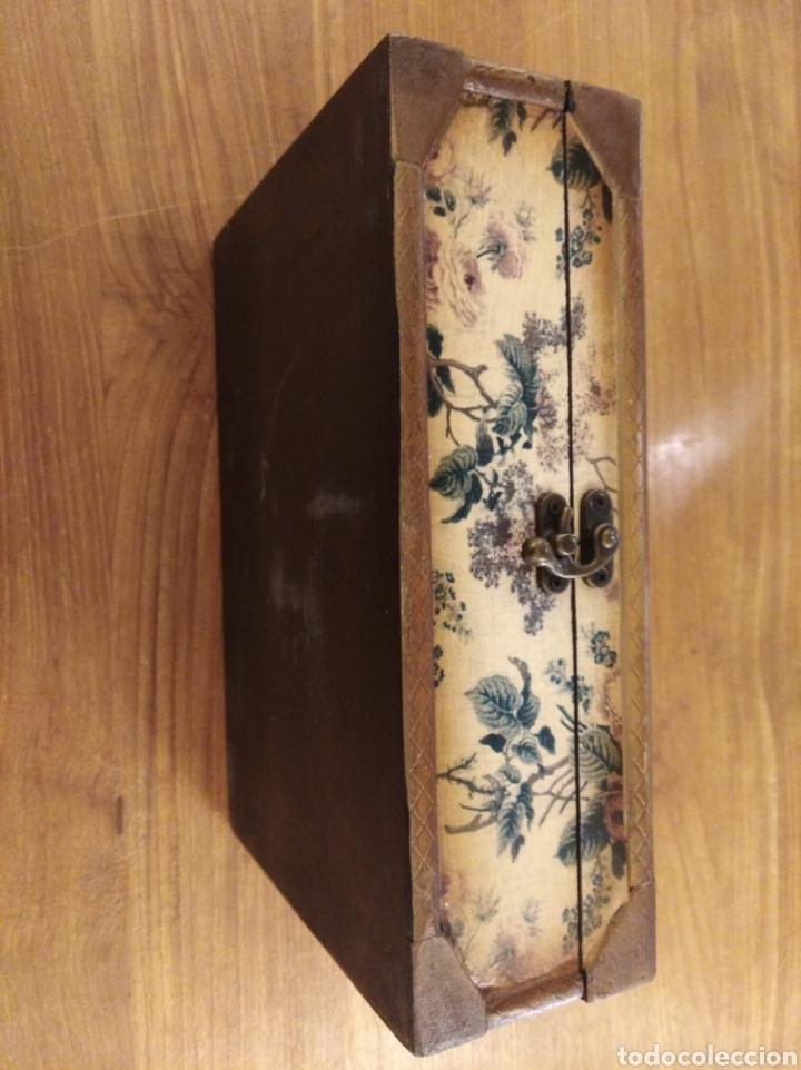Antigüedades: Caja de madera empapelada . - Foto 4 - 194881343