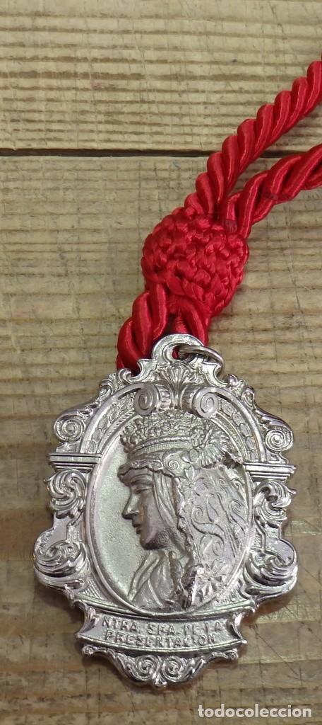 Antigüedades: SEMANA SANTA SEVILLA - MEDALLA CON CORDON DE LA HERMANDAD DEL CALVARIO - Foto 2 - 194881533